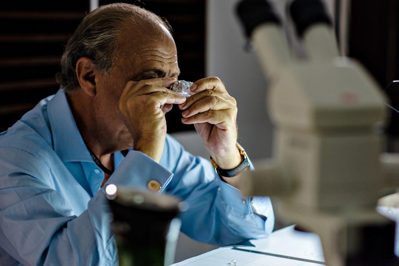 Fawaz Gruosi inspects the 4 de Fevereiro
