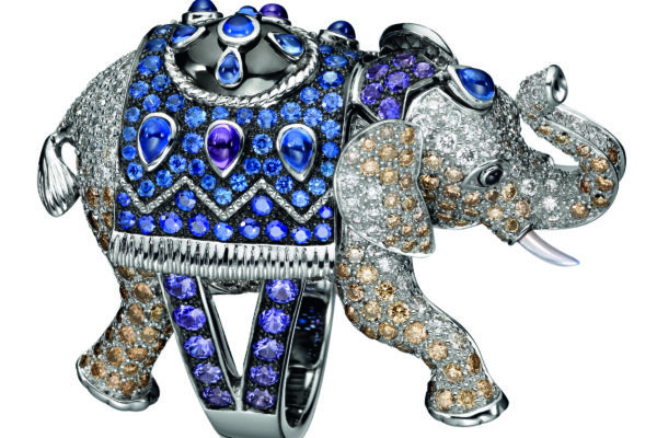 Hathi Elephant ring in white gold with diamonds and sapphires