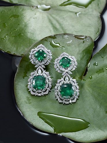 Earrings from the Green Carpet Collection (2).